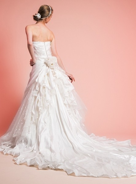 Abiti da sposa redingote formose ma slanciate blog for Wedding dress shops in ma