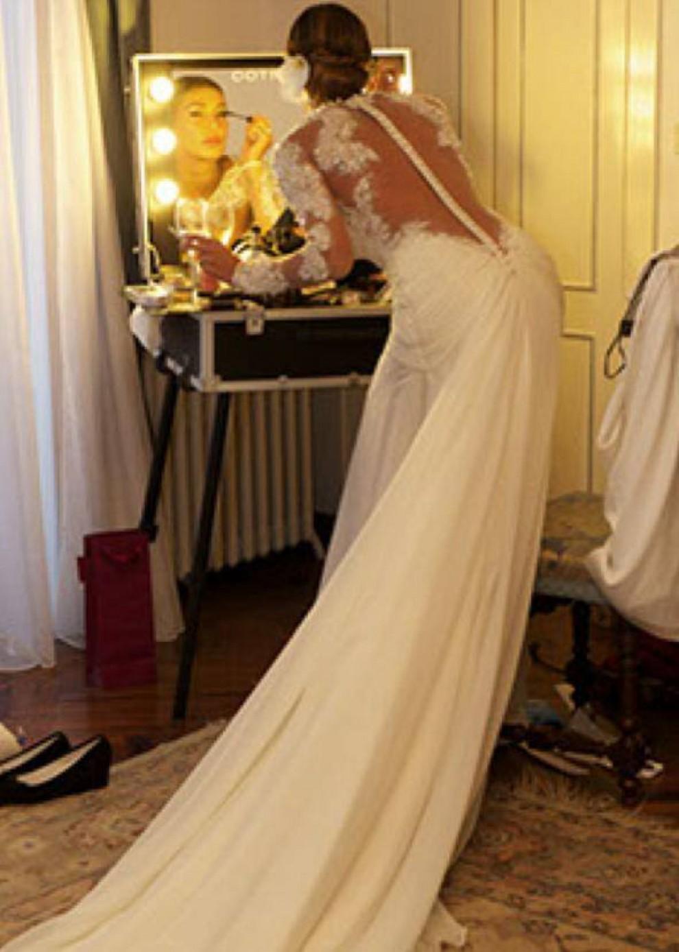 94040db3e9e9 Abito da Sposa Matrimonio Belen Rodriguez. abito rosso corto Belen