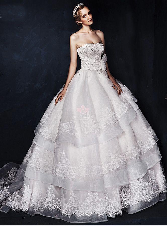 38b86b9fcd34 abito-da-sposa-principesco -in-organza-e-pizzo-con-corpetto-luminoso-ricco-di-punti-luce
