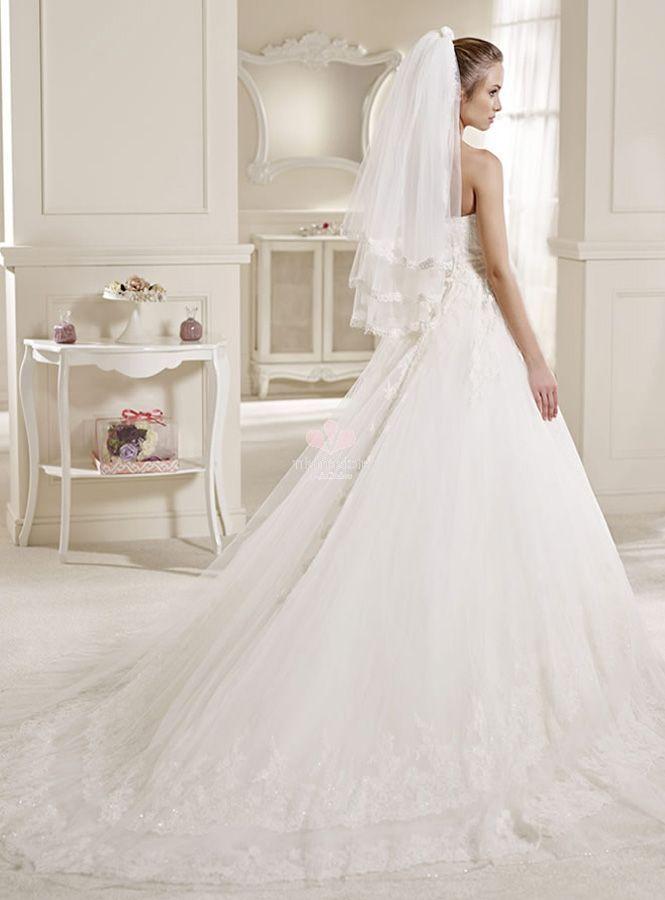 strascico dell'abito da sposa a cappella