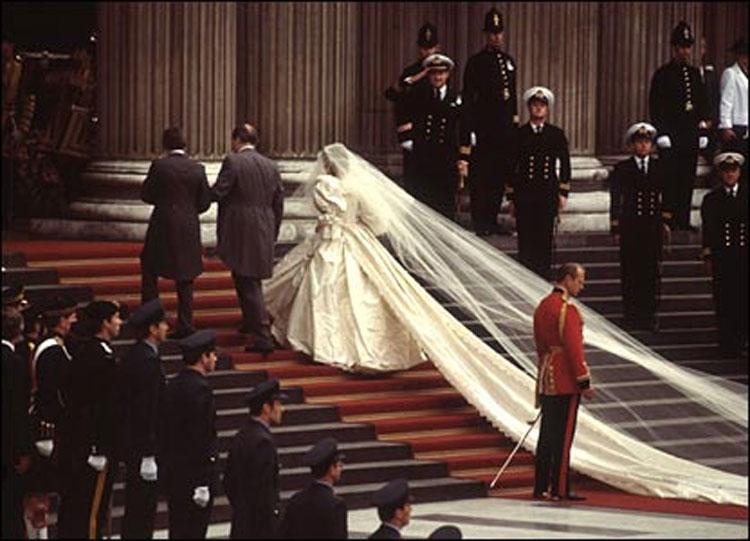 strascico dell'abito da sposa