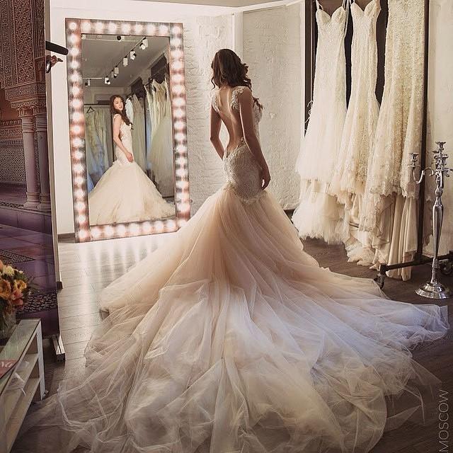 pro-e-contro-strascico-abito-da-sposa