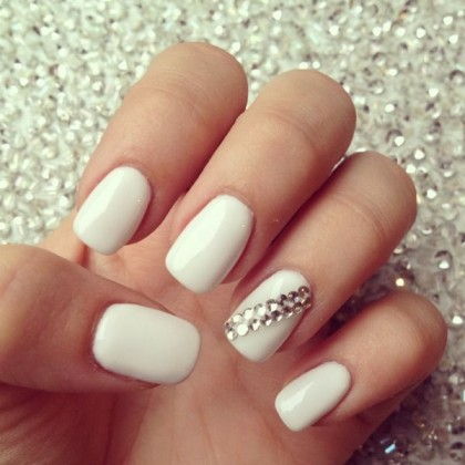 nail-art-sposa-bianco-latte