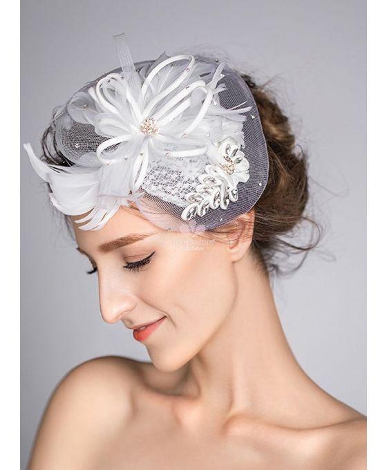 veletta-sposa-bianca-con-piume-e-punti-luce-argento