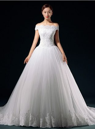abiti-da-sposa-principessa-con-scollo-a-barchetta