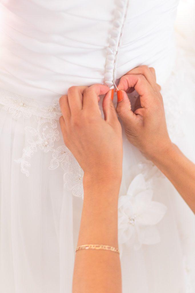 vestito-da-sposa-con-bottoncini