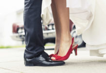 come-abbinare-le-scarpe-da-sposa-rosse