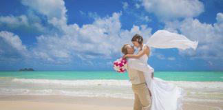 abiti-da-sposa-estivi-per-matrimonio-in-spiaggia